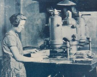 """REDUCED TO CLEAR-Collection """"Pour L'Enseignement Vivant"""" La Ganterie-Plate12 Fente du Gant a la main de fer-French-1920's"""
