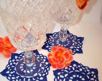 Set of six elegant crochet napkins to decorate your home.