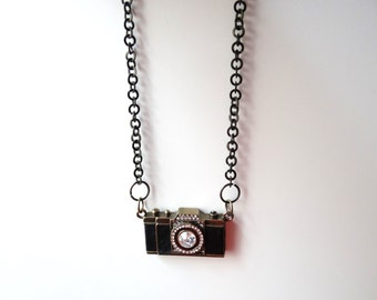 camera necklace perfect for photographers