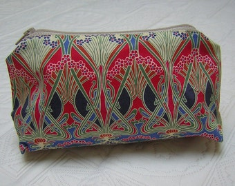 Liberty Fabric Large Make Up/Wash Bag 'Ianthe Red