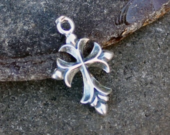 "Sterling Silver Cross Pendant, Fleur de Lis Cross Charm 13/16"" CS408Q"