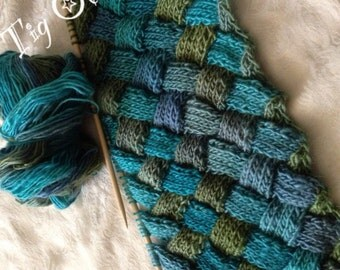 Knitted entrelac scarf