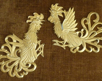 Set of 2 Vintage Mid Century Gold Tone Metal Wall Hanging Art Fighting Cocks Roosters Birds Elegant Filigree Scroll Fan Plume Feathers Tails