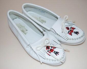 Minnetonka White Moccasins Size 9 White Soles