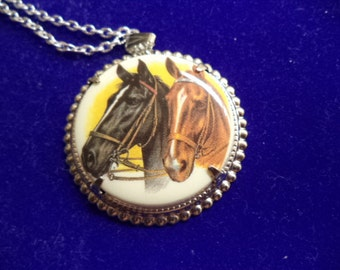 38mm pendant cameo with 24 inch silver plated chain with spring clasp 1 pc