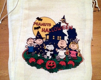 Charlie Brown Halloween Bags. Gift Set of 4 Cotton Drawstring candy treat favor bags  5x7 6x8 7x9 7x11