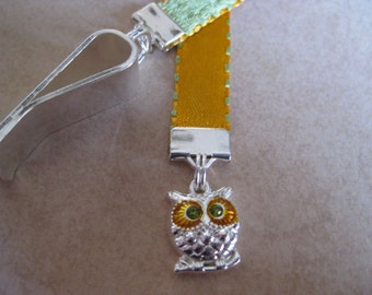 Owl bookmark  - Attach clip to book cover then mark the page with the ribbon. Never lose your bookmark!