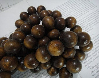25mm wood round beads with mahogany finish, 20 pieces.