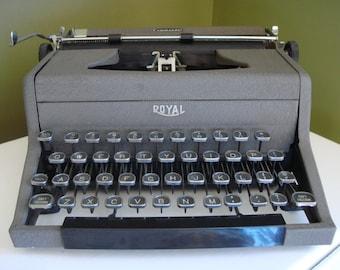Vintage Royal Commander Typewriter - Manual Typewriter