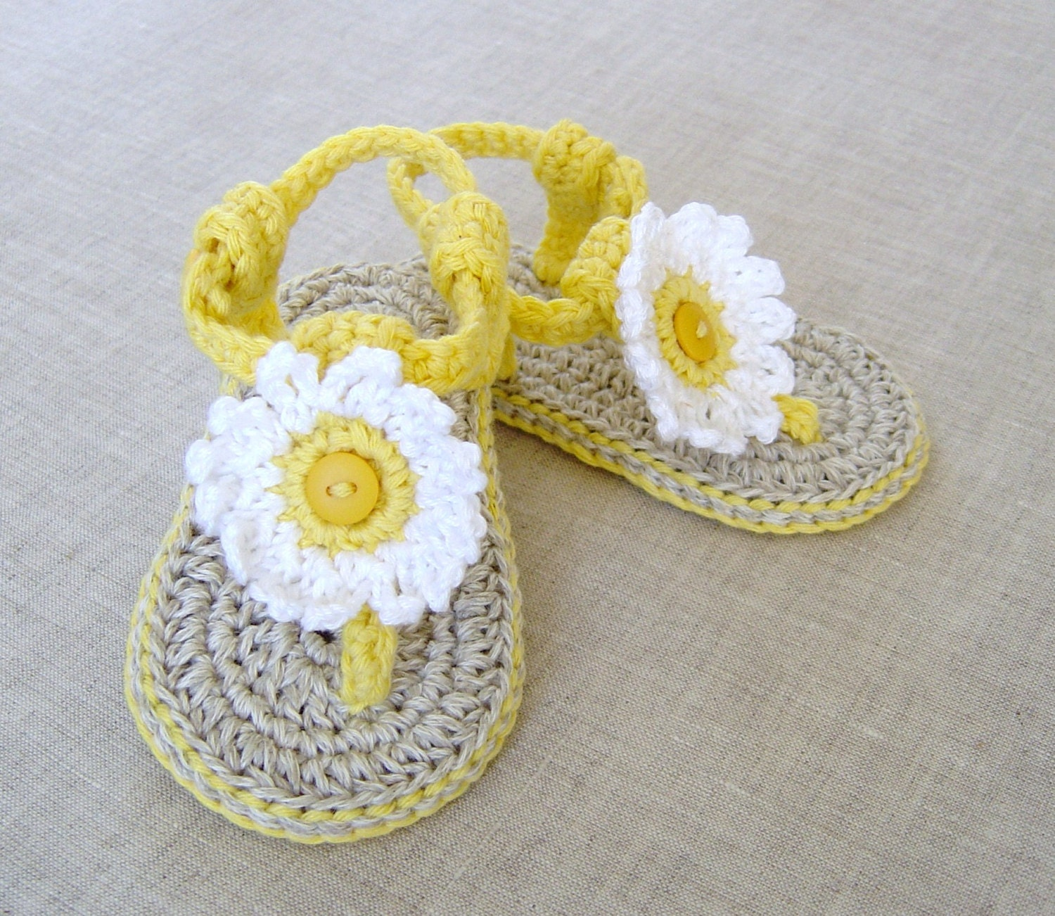Crochet pattern baby sandals with flowers 3 sizes easy baby zoom bankloansurffo Image collections