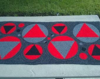 "Primitive hooked rug - ""Dinner Plate""  42""x20"""