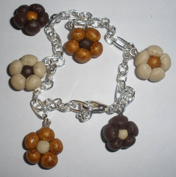 many flowers are joined by a simple chain to bring out your wrist
