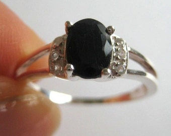 Vintage sterling silver ring with dark blue gemstone, size 7