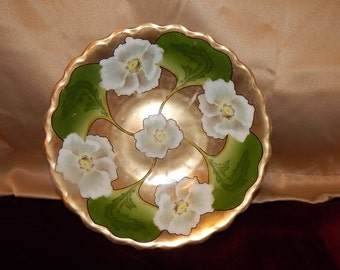 Gold and white flower serving bowl. Hand painted! very decorative, Bavarian