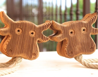 Set of 2 Cow shaped magnetic curtain holdbacks | Solid Bio Larch and Hemp rope