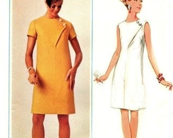 Butterick 4702 Snazzy Dress with Offset Button Bodice / ca. 1968 / SZ14 UNCUT