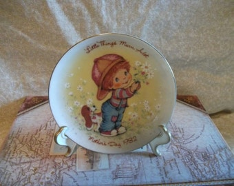 Avon LittleThings Mean Alot Mothers Day Plate 1982