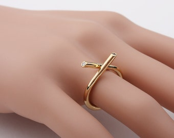 X cross shaped Metalwork with small Cubic Ring