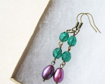 Emerald Green Earrings. Purple Plum Fresh Water Pearl Earrings. Vintage Inspired Earrings.