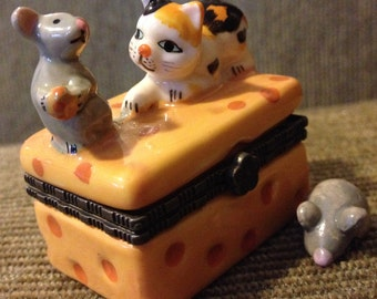 Cat and mouse on cheese - trinket box with extra mouse