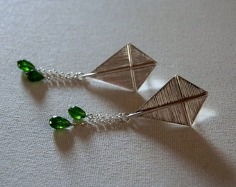 kite earrings in sterling silver and cromodiopside drops