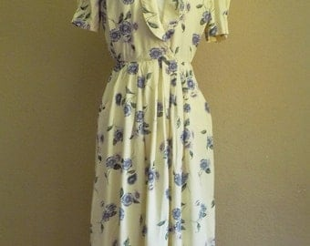 Vintage BUTTERCREAM Dress • 1980s Pale Yellow Floral Dress • Pockets •