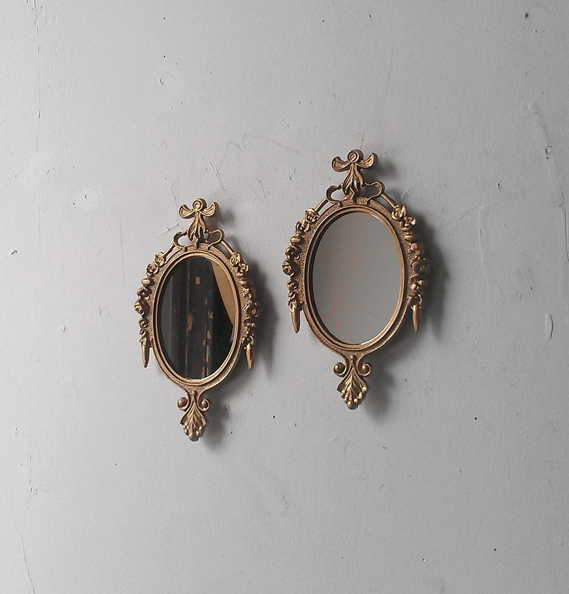 Small wall mirror set of two in traditional gold vintage home for Small wall mirrors