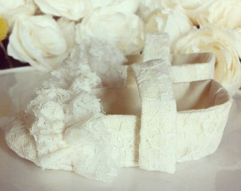 Flower Girl Shoes - Ivory or White Lace Mary Janes With Ruffles -  Baby Toddler Girl - Christening Shoes