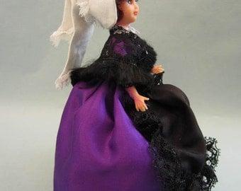 French Vienne costume doll, folk doll, vintage,France, vintagefr