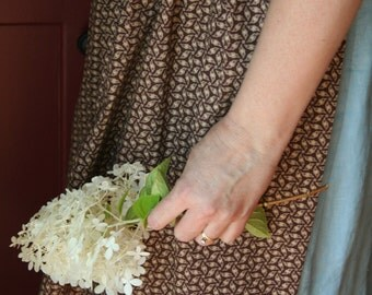 Tasha Tudor-Style Apron - 19th Century Reproduction Fabric - One Size Fits Most