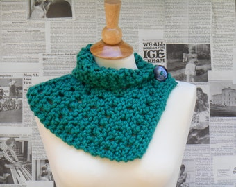 Emerald Eyelet Scarflette with Button