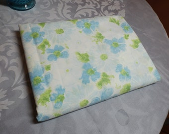 """Don River one full (double) flat sheet ,no iron percale, 50/50,Floral , made in USA. 95""""x82"""".Blue bedding.Blue floral flat sheet. Home decor"""