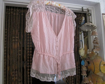 Adorable Peachy Pink Blouse Adorned With Delicate Floral Lace, Vintage - Medium