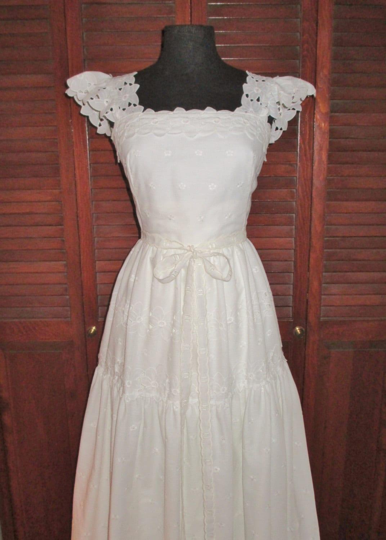 Gorgeous Vintage Eyelet White Cotton Lace Wedding Dress