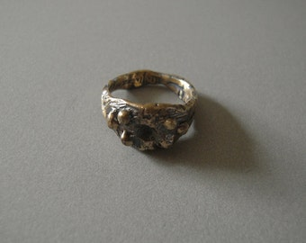 Missing Stone Ring with 6 Bubbles