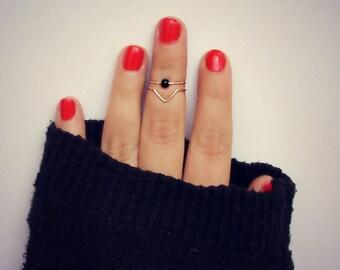 sterling silver chevron midi ring set, chevron knuckle rings, black stone ring, stacking rings, ring set, chevron ring