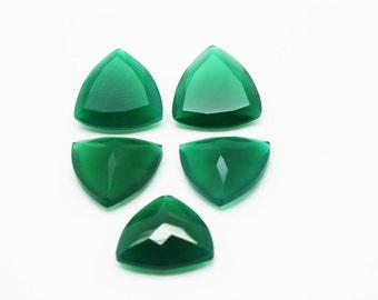 GCF-1039 - Green Onyx Gemstone - 18x18x18mm Trillion - Calibrated Gemstones - AA Quality - 1 Pc