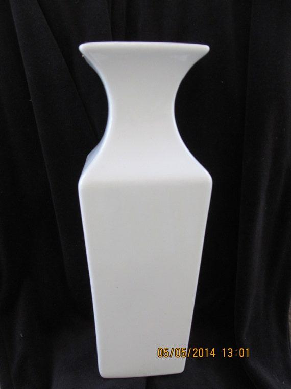 Vtg Tall White Haeger Vase W Label 11 3 4