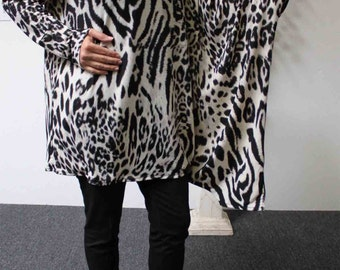 Completely Designer Limited Addition Stunning and Comfy Regular OSFA Animal Print Tunic Top