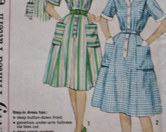 1960s Short Sleeve Dress Sewing Pattern Simplicity 3772 UNCUT Bust 36
