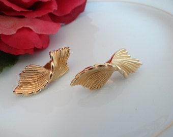Vintage Monet Twisted Ribbon Gold Tone Clip Earrings - Classic Elegant