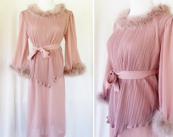 Vintage Tan Feather 60s Dress. Large