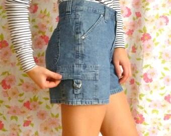 Vintage LEE Denim Shorts // Buckle Pockets // High-Waisted // Size 4