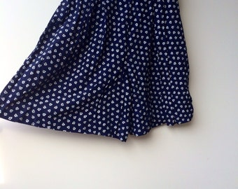 1990s high waisted floral shorts / navy and white / extra small to small