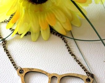 1 x Retro Unique Bronze Glasses Pendant