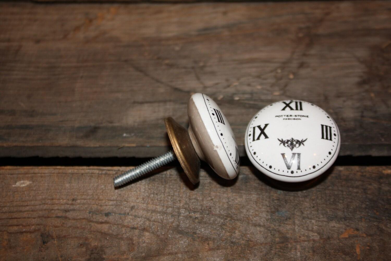 chiffre romain horloge bouton tiroir pull c ramique noir. Black Bedroom Furniture Sets. Home Design Ideas