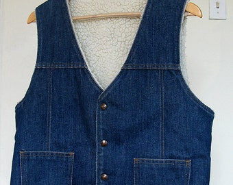 Classic Western Sherpa lined DENIM VEST, Mens L, Cotton/Poly.  Vintage, worn in, great shape.