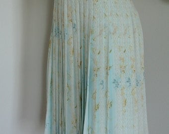 Teri Jon 1980s High Waisted Skirt Pleated Soft Blue Floral Silk/ M/size 8