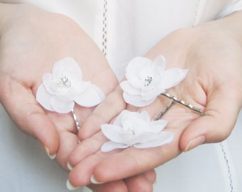 Bridal hair pins, White bobby pin set, Wedding hair flowers, Floral wedding hair accessories, Hydrangea bobbies, Elegant, Simple - AYRE