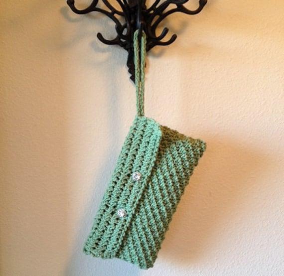 Zippered Wristlet - a loom knit pattern